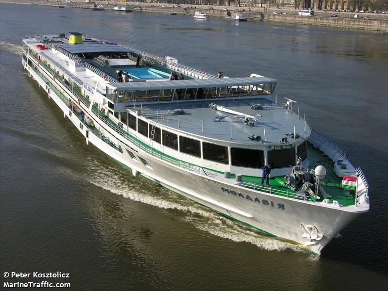 В Венгрии на Дунае столкнулись украинские пассажирский теплоход и баржа - Цензор.НЕТ 1731