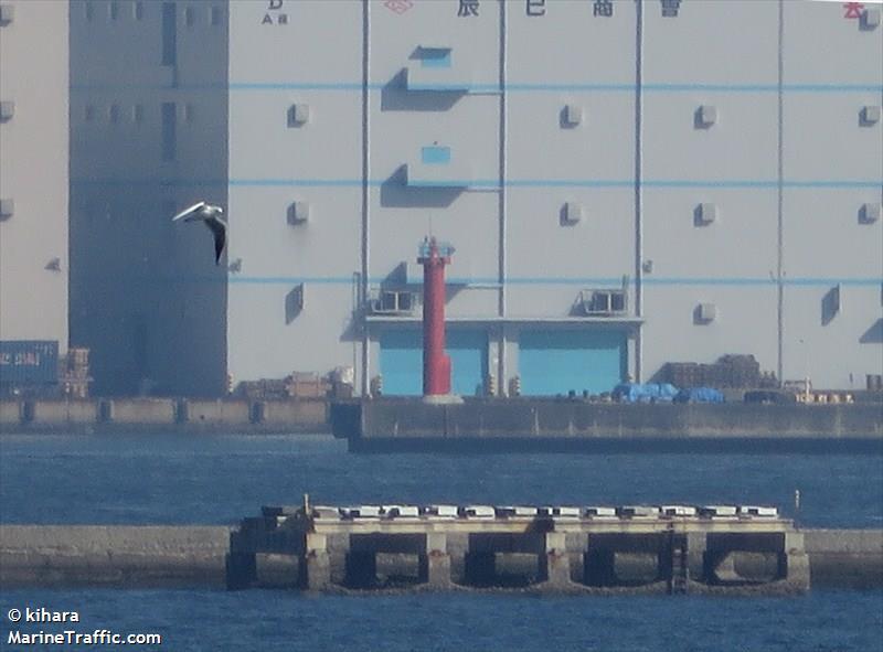 Daikoku Wharf. W Breakwater