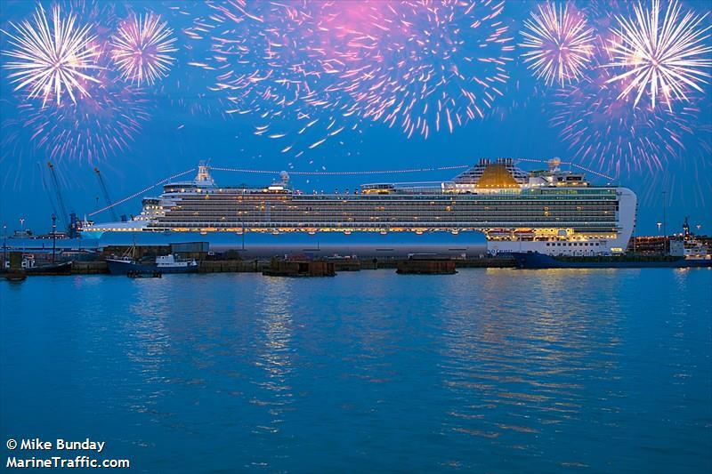 Vessel Details For Azura Passenger Ship Imo 9424883
