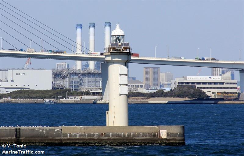 Yokohama Daikoku Breakwater East Head