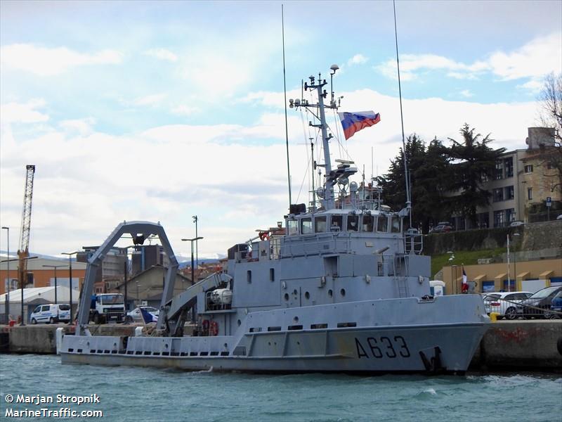 FR WAR SHIP TAAPE