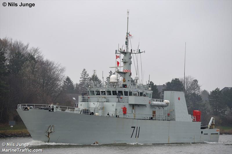 CANADIAN WARSHIP 711