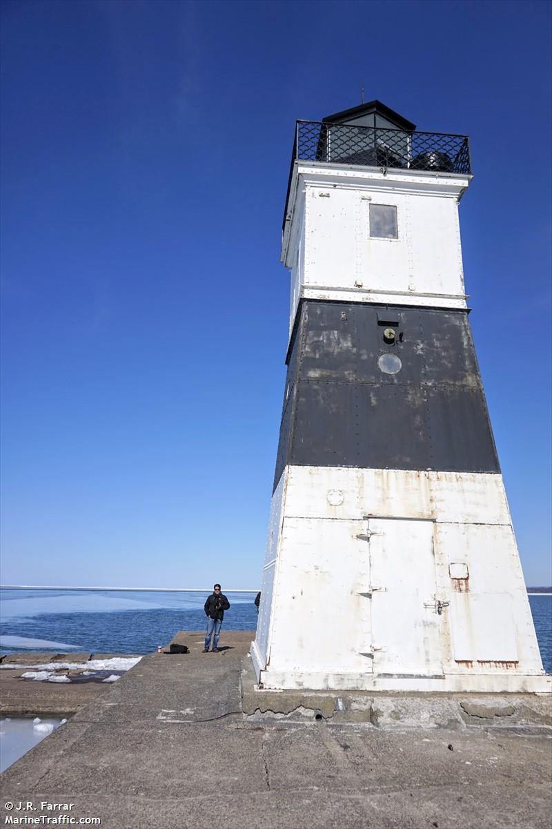 Erie Harbor Pierhead