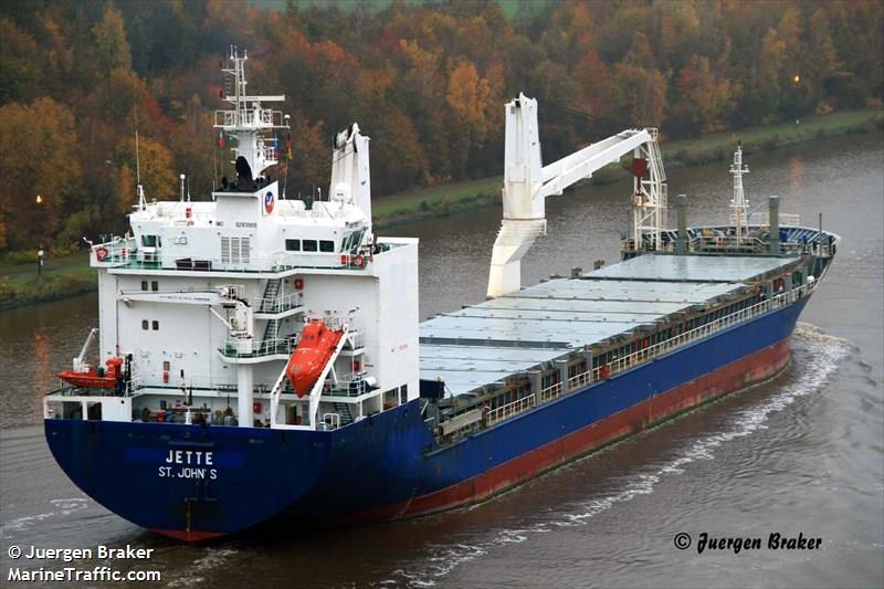 O cargueiro ELKE, responsável pelo translado marítimo da'encomenda'. Foto de Juergen Braker, MarineTraffic.