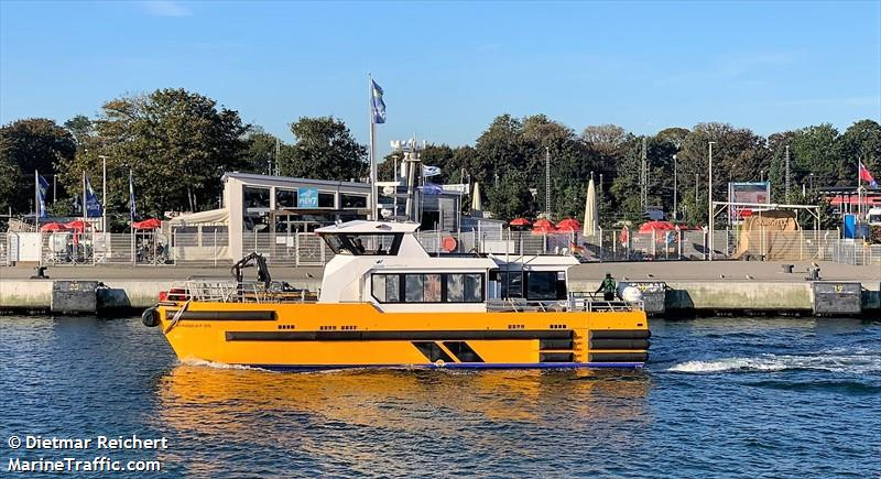 Photos of: WINDCAT 35